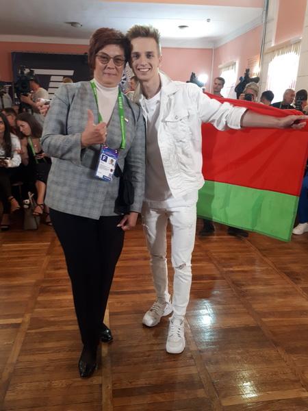 С Ваней Здонюком (Беларусь), обладателем второй премии Международного конкурса молодых исполнителей эстрадной песни на Славянском базаре в Витебске, 15 июля 2019 год.