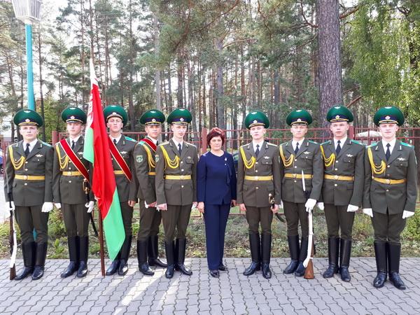 На открытии в средней школе № 144 мемориального знака в память Героя Советского Союза летчика Бориса Окрестина, сентябрь 2017 года