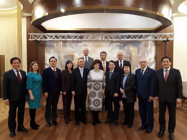На встрече с членами парламентской делегации Республики Кореи в рамках их визита в Республику Беларусь, январь 2018 год