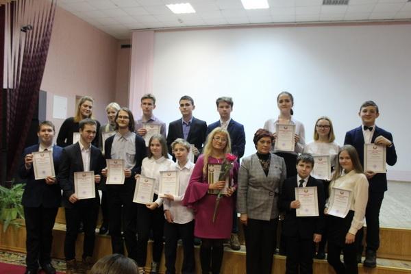 Поздравление учащихся, участников городской олимпиады по учебным предметам в Заводском районе