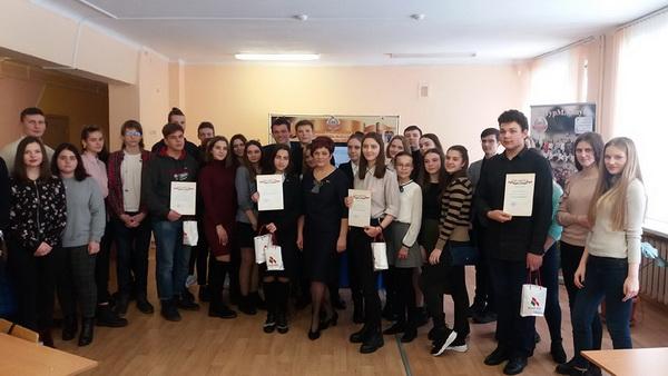 С участниками школьной лиги молодых избирателей в Заводском районе столицы
