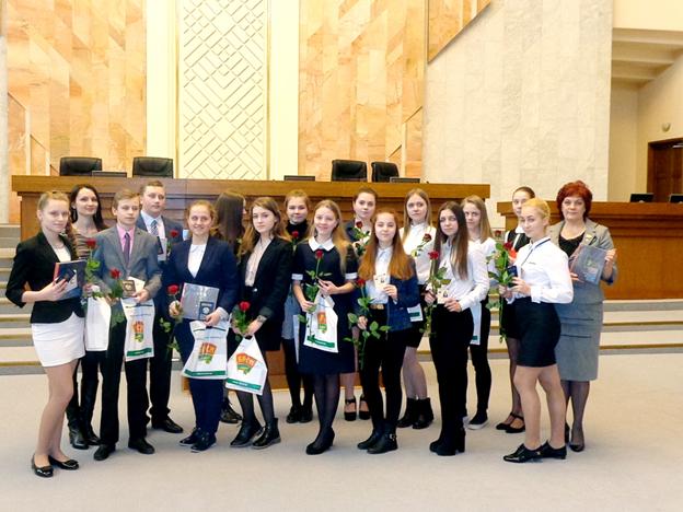 Вручение паспортов юным гражданам Республики Беларусь в Овальном зале Парламента