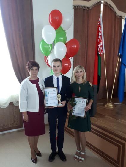 С Владиславом Рыбчиком и его мамой на торжественном приеме лучших выпускников Заводского района столицы, 9 июня 2018 года
